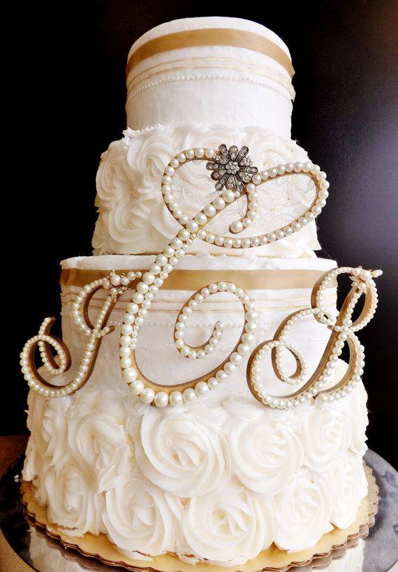 weddingsillustrated.net - Perle e strass per queste bellissime iniziali giganti