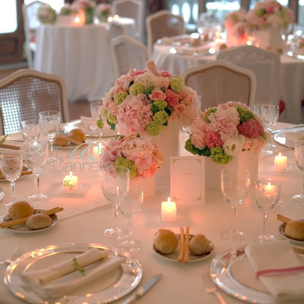 Magnifiche tonalità di rosa e verde lime per i centrotavola di Enza e Fabrizio