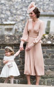 Kate ha scelto un abito dallo stie anni '30 in rosa cipria