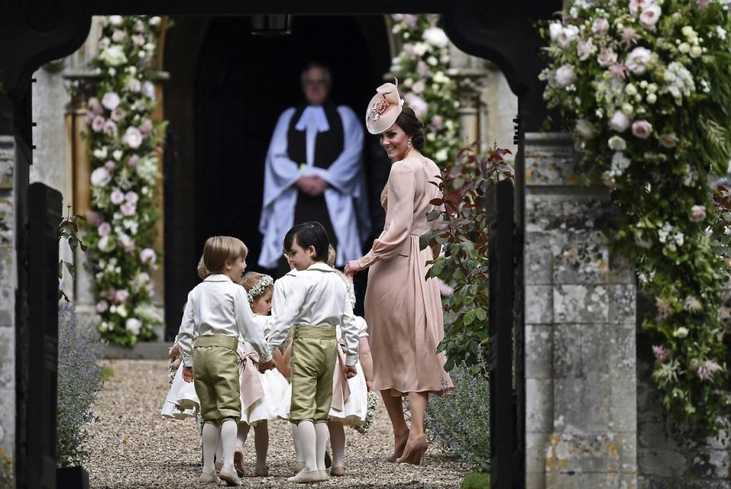 Kate coordina il corteo dei paggetti