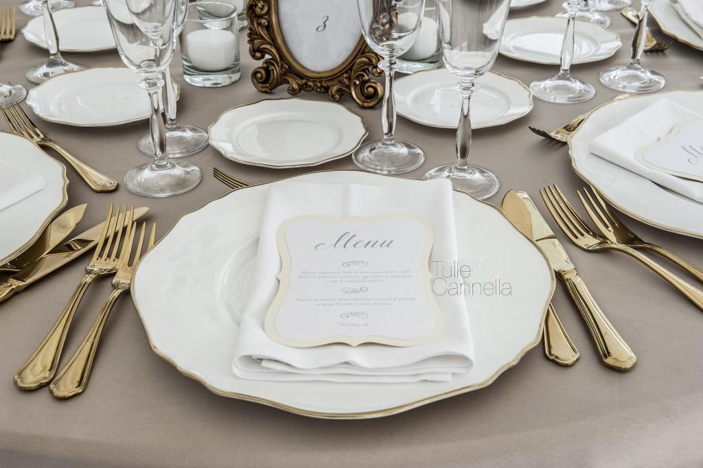 Mise en place in oro e tortora firmata Tulle&Cannella, realizzata per un weddingday- Ph. Valeria Manzoni