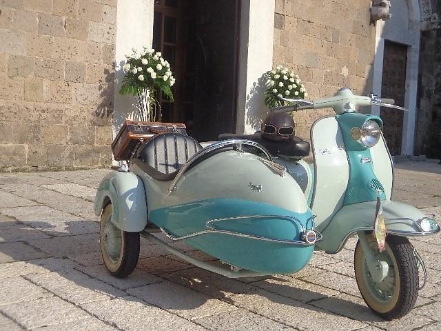 Il sidecar è la soluzione ideale per la sposa che vuole stupire ma... con eleganza - motosantiguashd.com