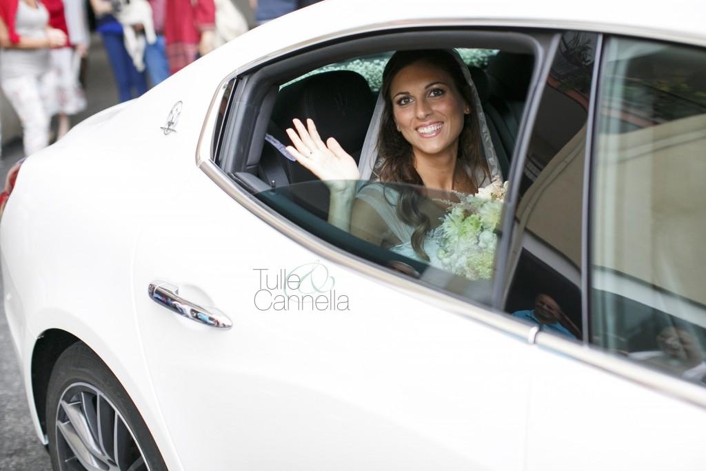 Alessandra come auto sposi ha scelto un'elegante Maserati bianca - tullecannella.it