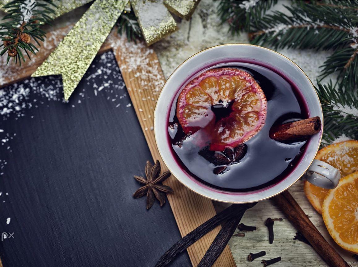 Il Vin Brulè con la cannella e l'anice stellato è perfetto per i vostri matrimoni invernali