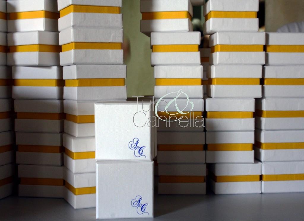 Tante scatoline portariso pronte per essere portate in chiesa - tullecannella.it