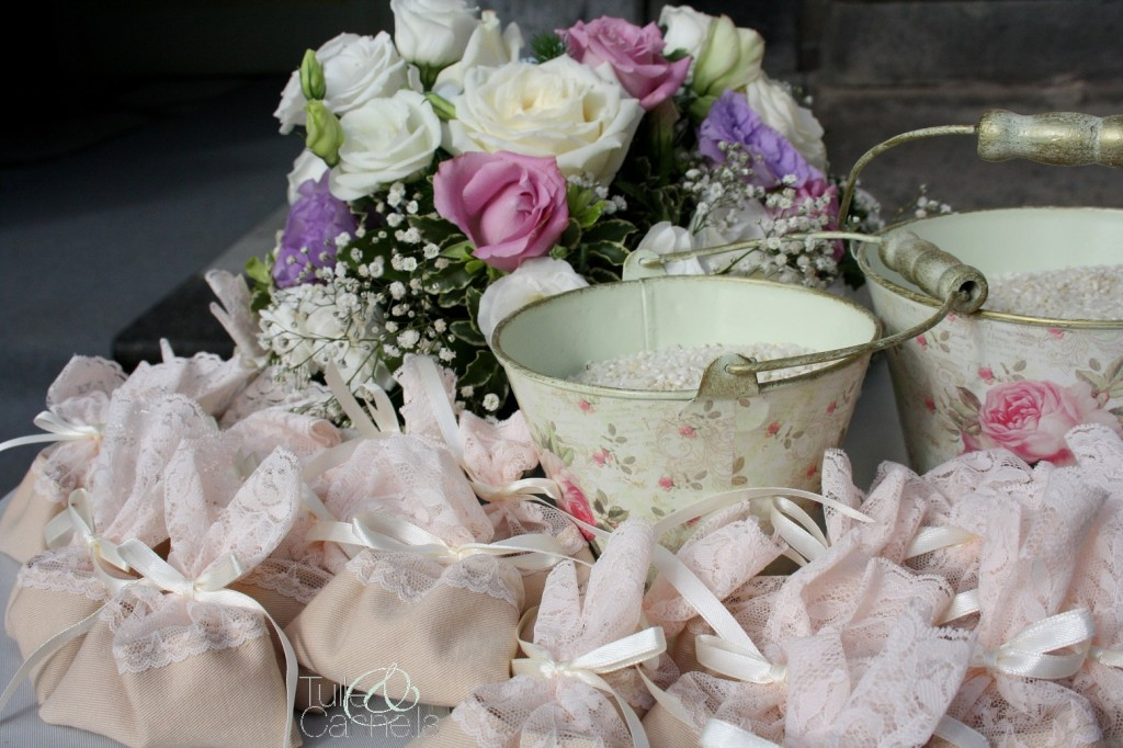 Deliziosi e romantici i sacchetti che ho creato per Michela, in cotone e pizzo chantilly