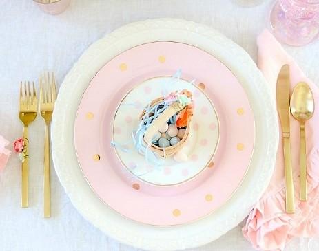 La Tavola di Pasqua tra colori pastello e accenti glam