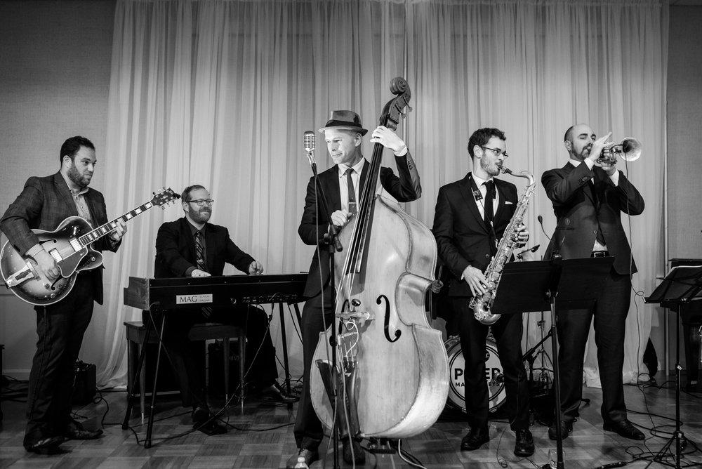 L'eleganza e la versatilità di una band jazz swing secondo me è sempre la scelta ideale - petermaness.com