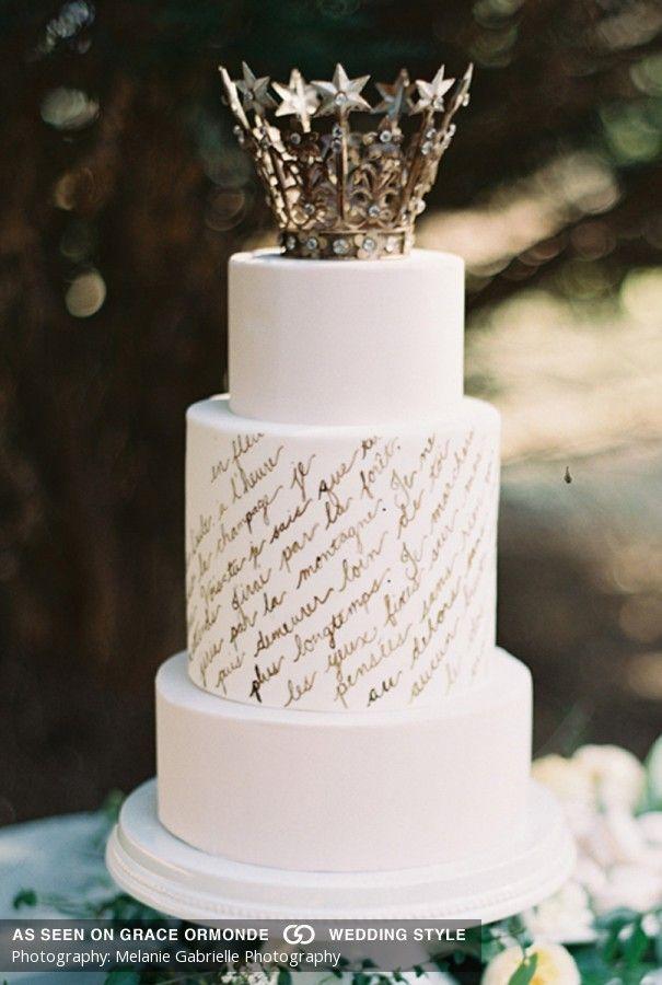 Anche chi ama la semplicità non potrà non adorare questa torta calligrafata - Melanie Gabrielle Photography
