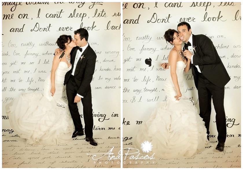 Se siete sposi iper romantici il backdrop che fa per voi è tappezzato con una romantica lettera d'amore - weddingdeco.com
