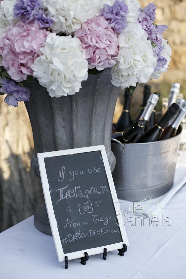 Una semplice lavagnetta invitava gli amici a taggare le foto del matrimonio di Dario&Desy su Instagram - tullecannella.it/gallery/