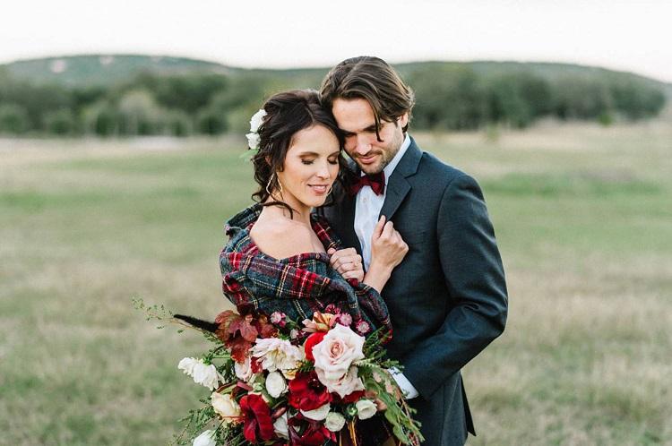 Un matrimonio autunnale vuol dire atmosfere calde, colori corposi, location immerse nel verde ma già con un camino acceso... - greenweddingshoes.com