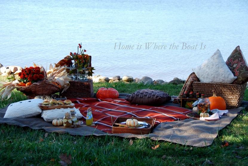 Chi mi conosce lo sa, non rinuncio mai ad un bel picnic, se poi lo si può allestire in perfetto stile autunnale... Adoro! - homeiswheretheboatis.com