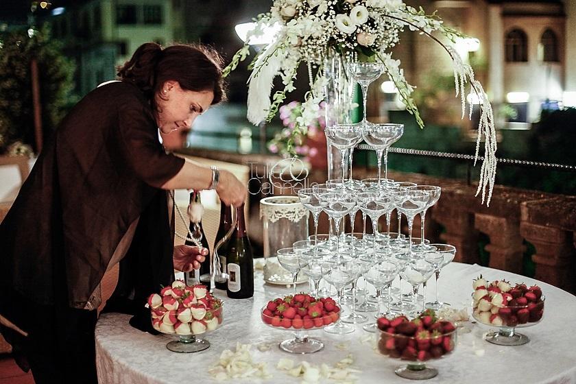 eccomi intenta a decorare il tavolo Degustazione Champagne!