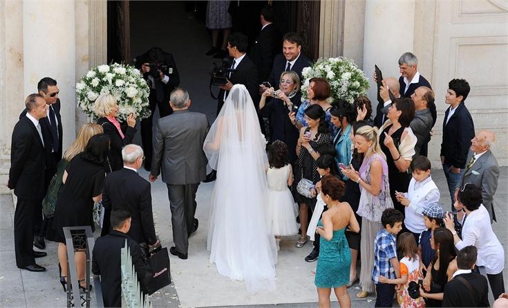 Come può essere bello ed emozionante l'ingresso in chiesa della sposa se tutti gli invitati sono accanto a lei e non in chiesa ad aspettarla?
