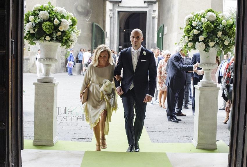 Non c'è cosa più emozionate, prima dell'ingresso della sposa, di vedere lo sposo giungere all'altare con la propria madre - tullecannella.it