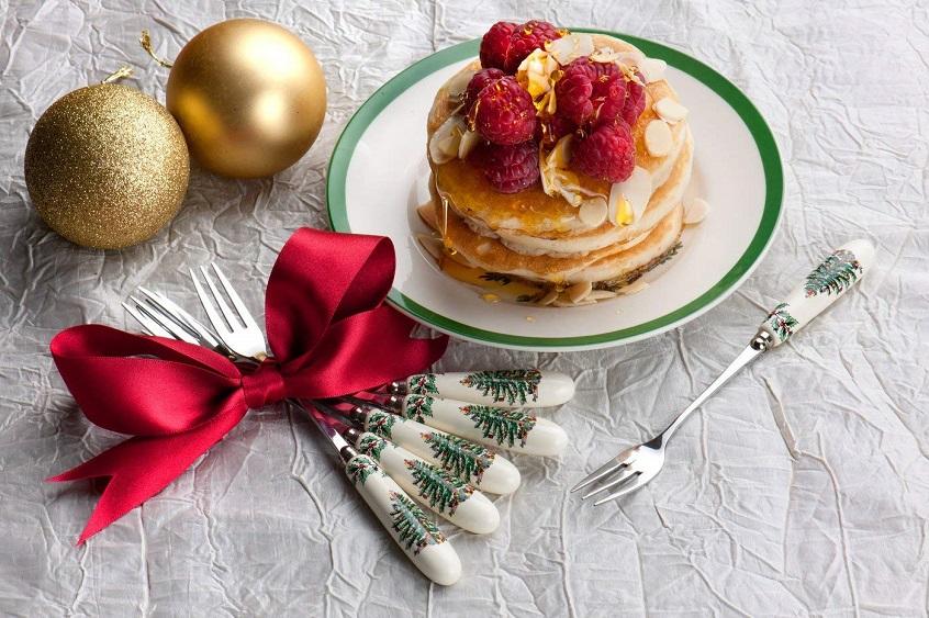 Anche il dolce più semplice, da gustare accocolati sotto l'albero, acquista un sapore speciale con le forchettine natalizie Spode
