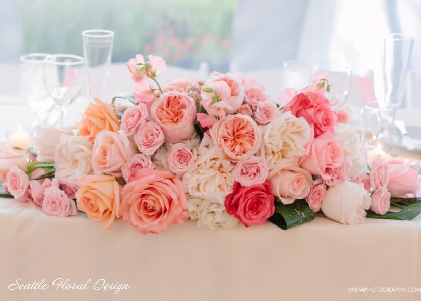 La lavorazione massificata dei fiori è tipica di uno stile ricco e prezioso, in una parola luxury - seattlefloraldesign.com