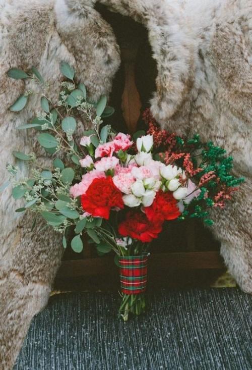 Nastri tartan per formare il manicotto del bouquet - weddingomania.com