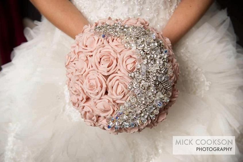 Un bellissimo bouquet gioiello - Mick Cookson Photography