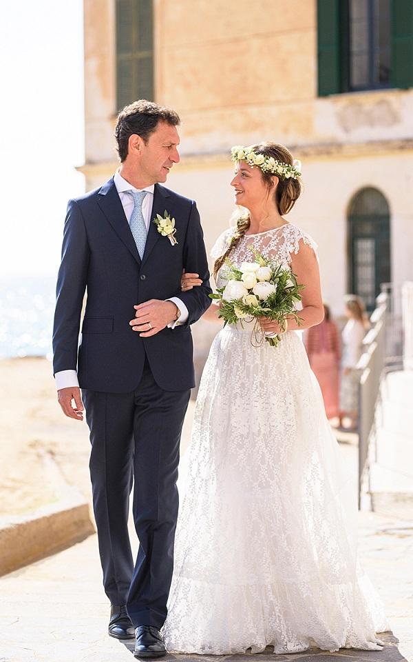 Bouquet e ghirlanda seguono alla perfezione il Natural Chic Style - Photo Elia Vaccaro