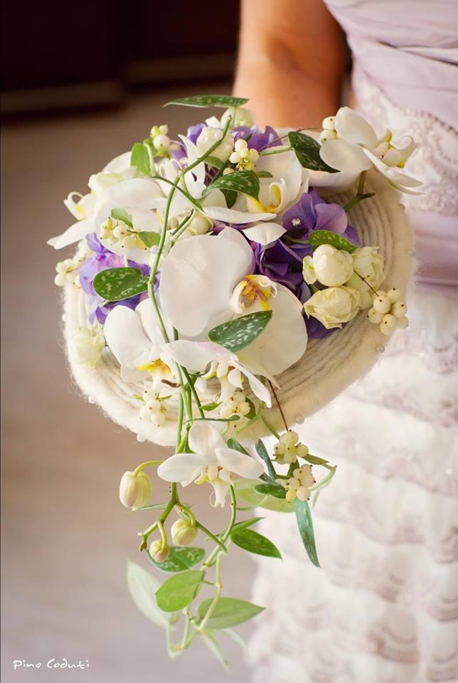 Bellissimo Bouquet dall'architettura particolare, con inserto di spirale in lana cotta - Photo Pino Coduti