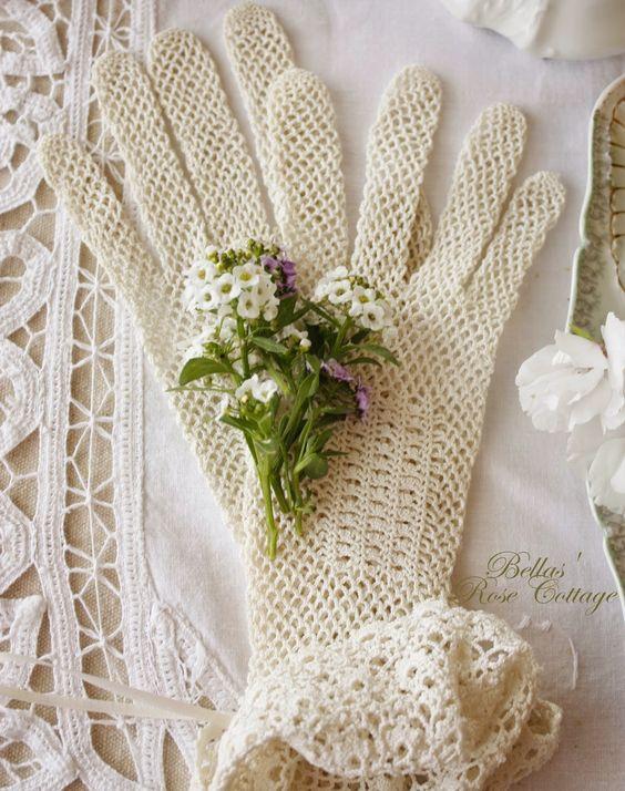 Deliziosi i guanti in merletto di Bella Rose Cottage. Perfetti per la sposa o per decorare un angolo vintage
