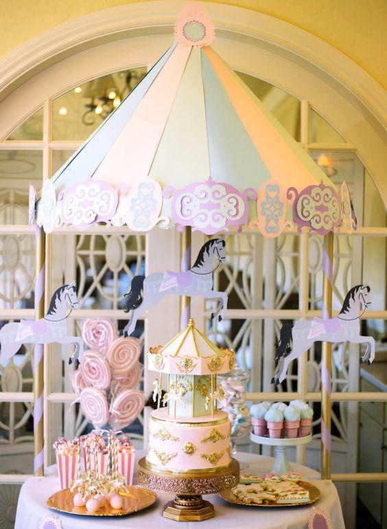 La giostra è uno degli elementi più romantici da utilizzare per un matrimonio a tema Mary Poppins - karaspartyideas.com