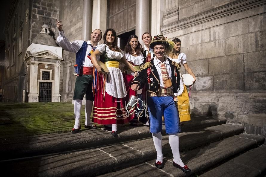 Per un bellisismo evento privato ho organizzato un benvenuto tutto Made in Naples con i ballerini di Tarantella in abiti d'epoca e lo Sciò sciò portafortuna - Tulle & Cannella