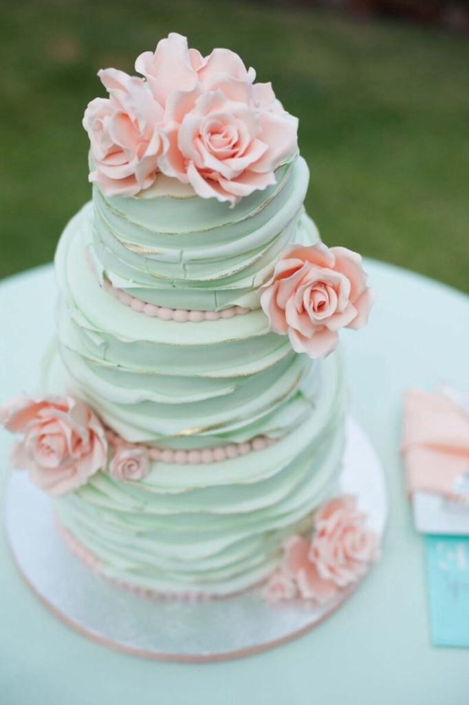 E anche la wedding cake si tinge di verde menta - bodasconilusion.com