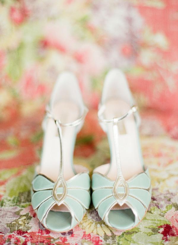 Queste Bridal Shoes (che adoro) sono le più vendute negli States. Dal sapore vintage ma al tempo stesso molto attuali e chic -lindsaymaddenphotography.com