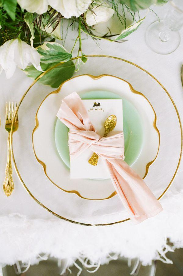 Oro, verde menta e Living Coral un connubio perfetto - weddbook.com