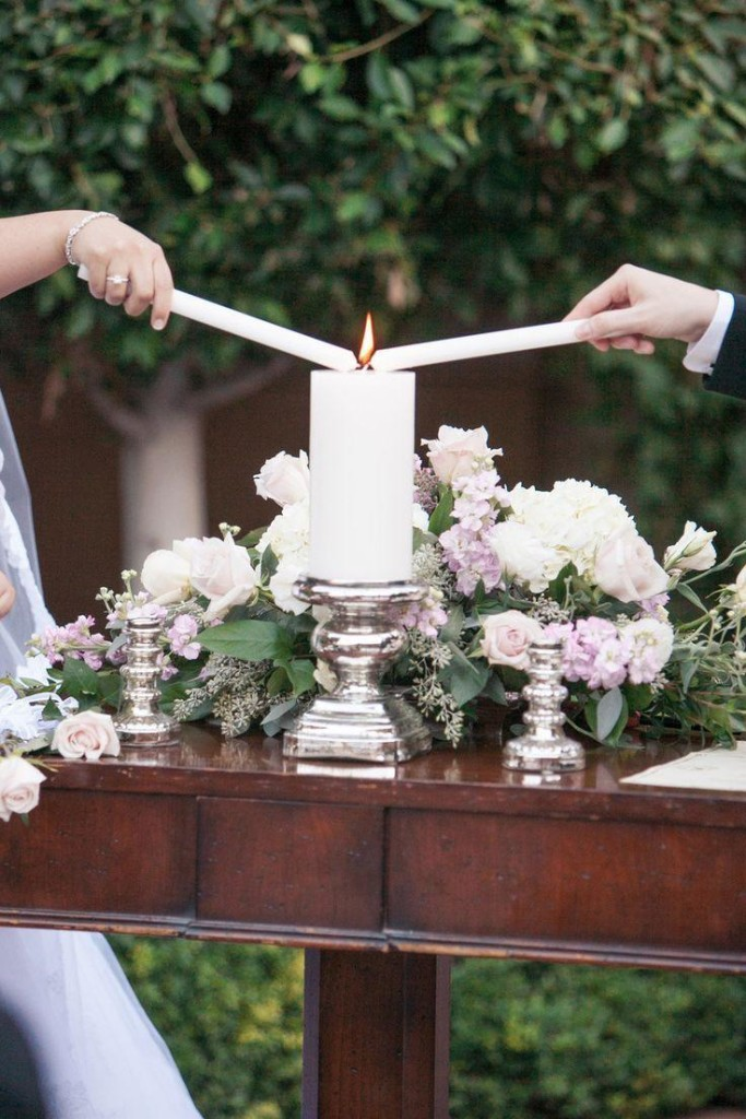 Semplice ma al tempo stesso molto romantico questo set per il rito della luce - celebratelove.ie