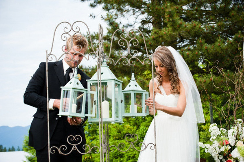 Idea molto carina questa di utilizzare delle lanterne per ovviare al problema vento - tulleandchantilly.com