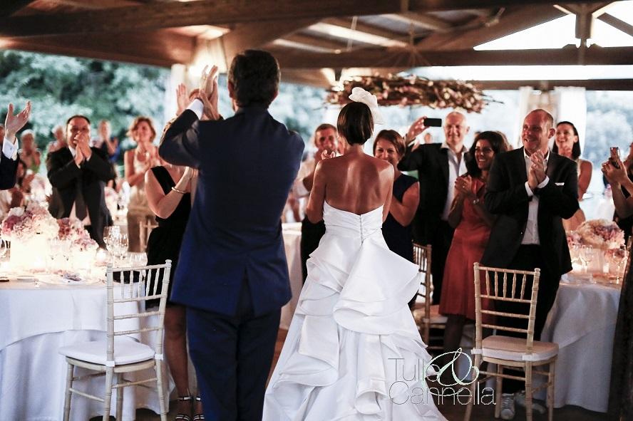 tavoli-del-matrimonio-tulleecannella-entrata-sposi