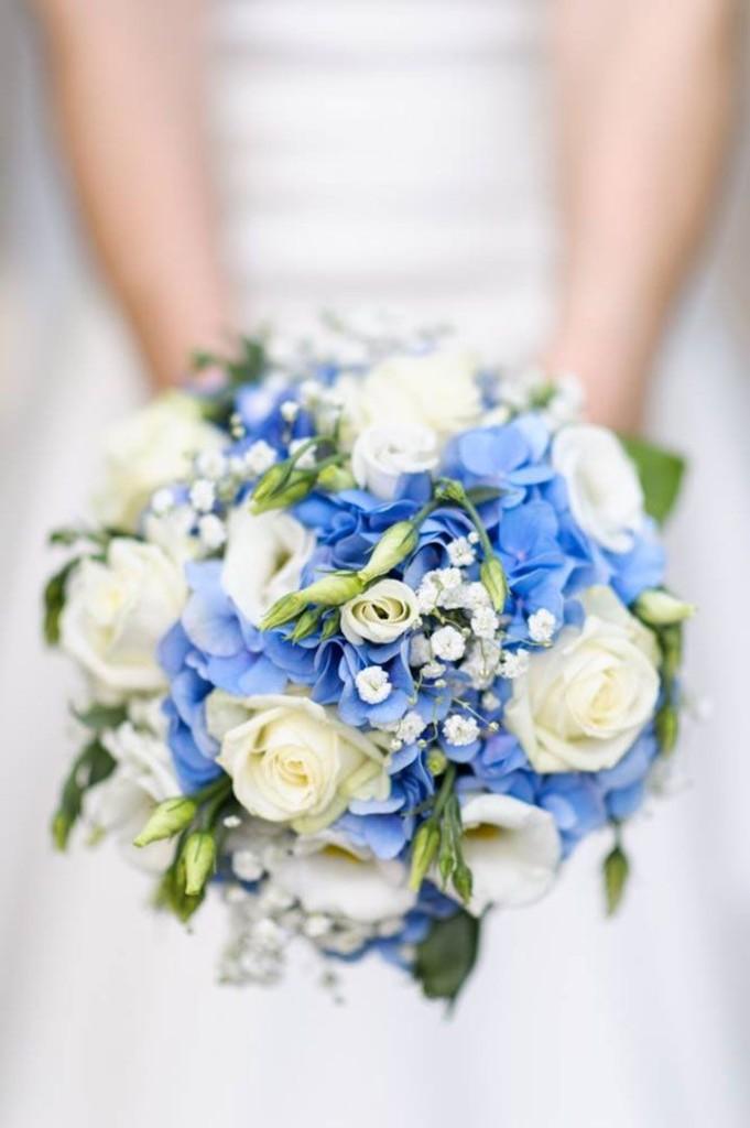 qualcosa di blu bouquet sposa blu bianco
