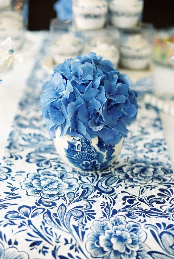 Toile de Jouy wedding flower rockmywedding